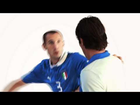 Chiellini e Buffon con le nuove maglie dell'Italia 2012 firmate Puma