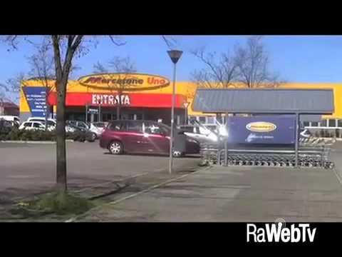 Russi video rapina al mercatone uno 28 02 2016 youtube for Mercatone uno complementi d arredo