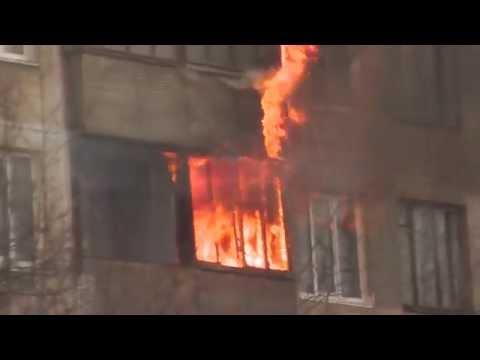 Пожар в жилом доме Санкт-Петербург, ул. Белы Куна 8. Видео 4 ноября 2014 года