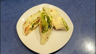 Закуска из лаваша с с семгой и зеленым салатом.Супер вкусно.