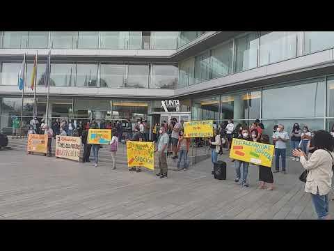 Os profesores do IES Alexandre Bóveda  mobilizanse diante da Xunta en Vigo, pola falta de profesorado