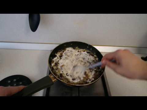 Грибы в сметане очень простой, но очень вкусный рецепт!