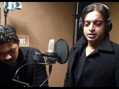 shoaib akhter singing a  song in indian show