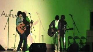 紅葉ライブ1曲目。キンモクセイの「追い風マークⅡ」です。 途中からです...