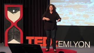 Quitter le privé pour l'humanitaire | Valérie Docher | TEDxEMLYON
