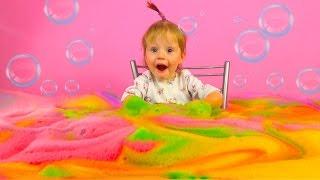 Делаем цветную пену. Опыты для детей самое популярное видео для детей. Игры для детей
