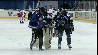 Гелашвили покидает лёд с травмой колена