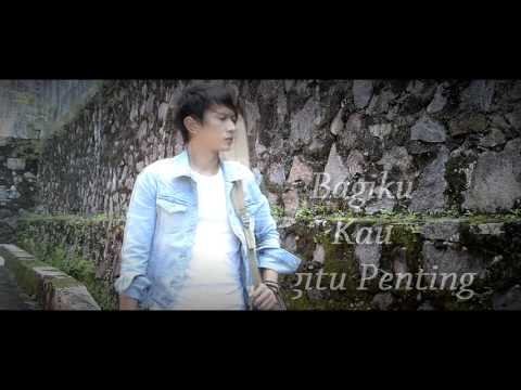 Demeises - Kau Begitu Penting (Official Lyrics Video)