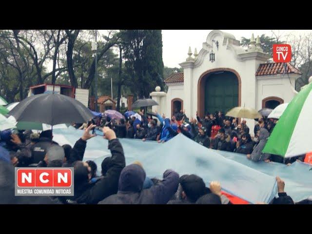 CINCO TV - La CGT Zona Norte realizó un abrazo simbólico a la Residencia de Olivos