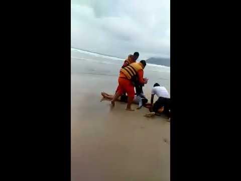 Masih berani mandi laut?  Wanita tenggelam di pantai lhoknga Aceh (8/10/2017)