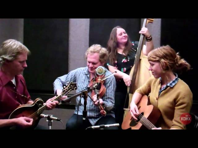 "Foghorn Stringband ""I'd Jump the Mississippi"" Live at KDHX 2/14/13"