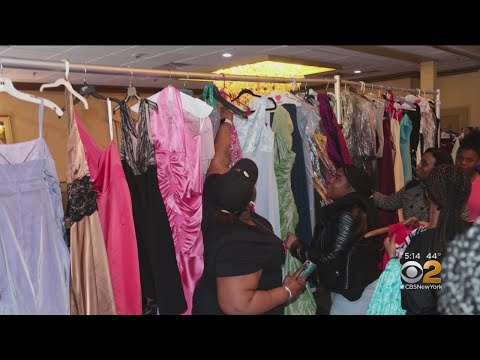 Charity Officials Seek Pair Who Nabbed Prom Dresses Meant For Girls In Need