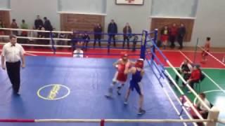 Боксер из Казахстана уничтожает соперника. Концовка шокирует! Травма!