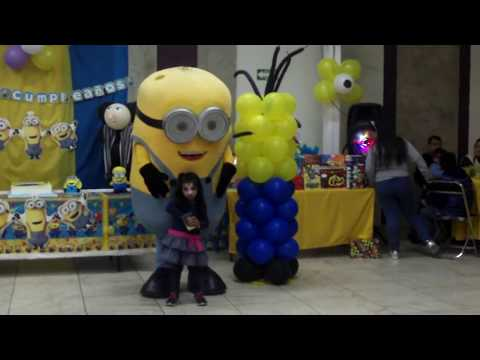 Minion 3 Costume en fiesta infantil Minions at Children's Birthday Party