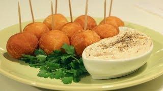 Рецепт пончиков с луковым соусом