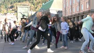 Ylvis - The Fox Flashmob Bergen, Norway
