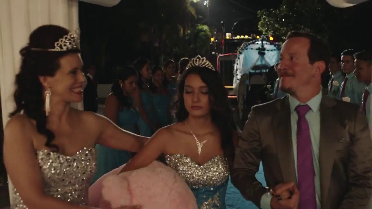 Angie Cepeda Scene camionero con angie cepeda (trailer)