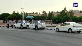 إلقاء القبض على شخصين بتهمة السطو على محطات وقود وسرقة مبالغ مالية منها - (20-7-2017)