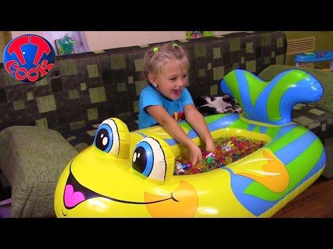 Ярослава выращивает шарики Орбиз и ищет Яйца с Сюрпризами ORBEEZ Surprise Toys Unboxing