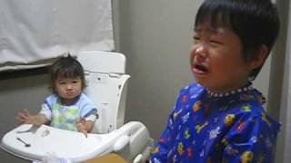 せんのすけ泣く、ももも真似して泣く Sister mimics how brother cries thumbnail