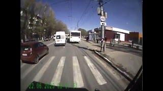 ДТП Автобуса и маршрутки на пензенской г. Саратов