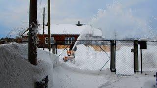 Работает снегоуборщик