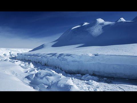 massive crack in antarctica ice shelf