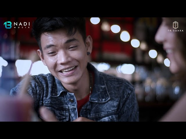 Tri Suaka - Menua Bersamamu (Official Music Video)