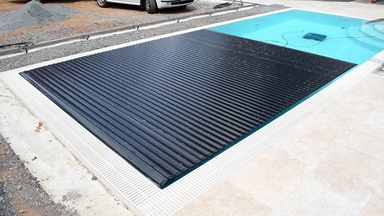 Automatic swimming pool cover by macek a syn youtube for Automatic swimming pool covers