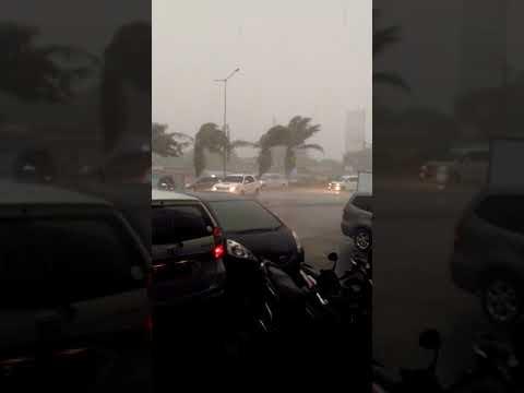 Badai dahsyat didepan DINA SALON VERSAILLES