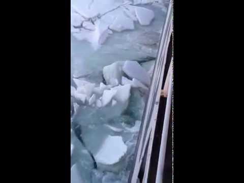 Керченская переправа зимой толстый лед
