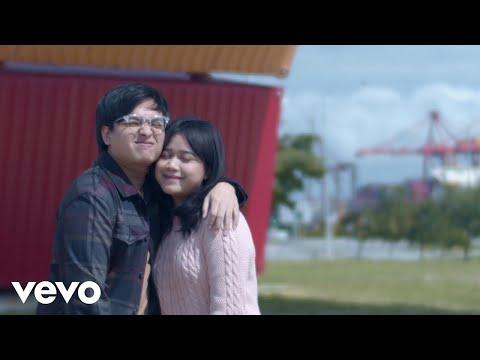 Download  Arsy Widianto, Brisia Jodie - Sejauh Dua Benua    Gratis, download lagu terbaru