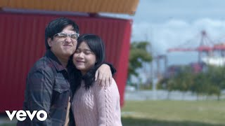 Gambar cover Arsy Widianto, Brisia Jodie - Sejauh Dua Benua (Official Music Video)