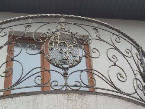 Кованый балкон для загородного дома