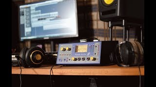Focusrite Isa One preamp vs Focusrite recording interface 2i2 built in preamps - Who wins?!