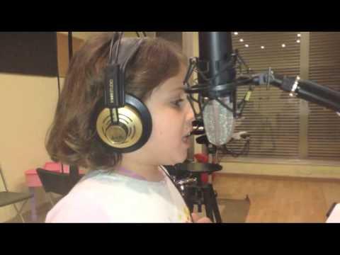 Violetta petite fille chante habla et te creo de violetta - Jeux de fille de violetta ...