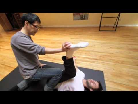 Kam Thye Chow performs Thai Yoga Massage