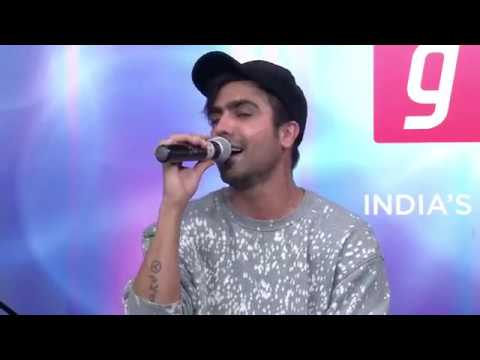 Harrdy Sandhu perform LIVE at Gaana