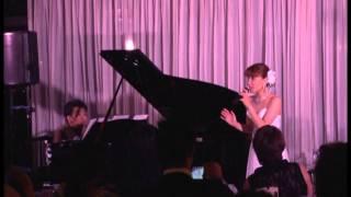 会議は踊る 歌:秋園美緒 ピアノ:佐山雅弘.