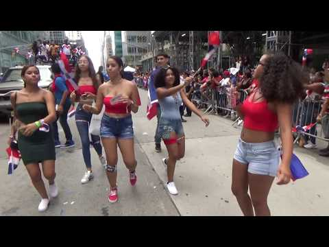 DOMINICAN DAY PARADE NEW YORK 2018 - DOMINICAN GIRLS DANCE TO DOMINICAN REGGAETON URBAN MUSIC