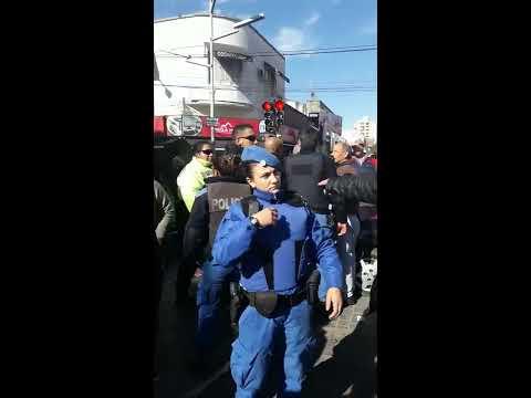 HOMBRE SACADO vs MUJER POLICIA LOCAL