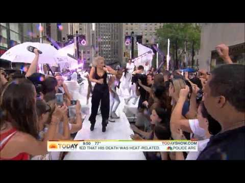 Lady GaGa - Teeth Extended Version (Today Show 2010) HD