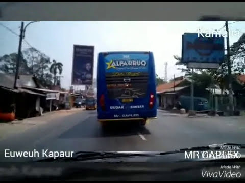Aksi Bus ALFARRUQ nyalip delapan Bus goyang_aksi ekstrem