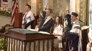 Y'halelu - Returning the Torah at Park Avenue Synagogue