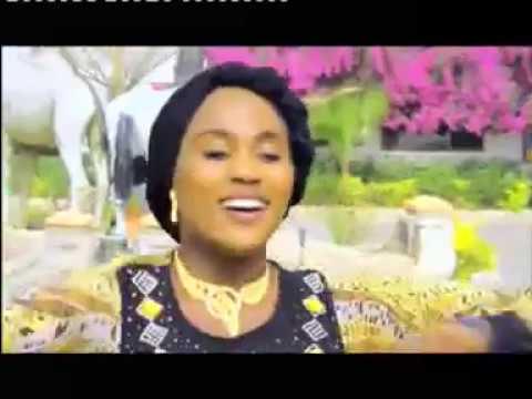 Download Gwarzon shekara (Sadiq Sani Sadeq) da (Sadiya Adam) full video