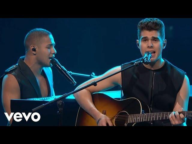 CNCO - Reggaetón Lento (Bailemos) / Tu Luz (Premio Lo Nuestro 2017)