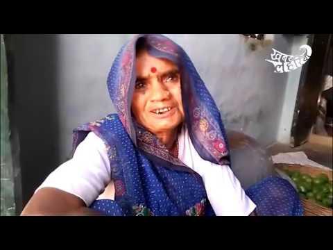 टीकमगढ़ के बम्होरी गांव की सड़क गढ़े में तब्दील हो गई है और प्रधान बस सोच ही रहे है