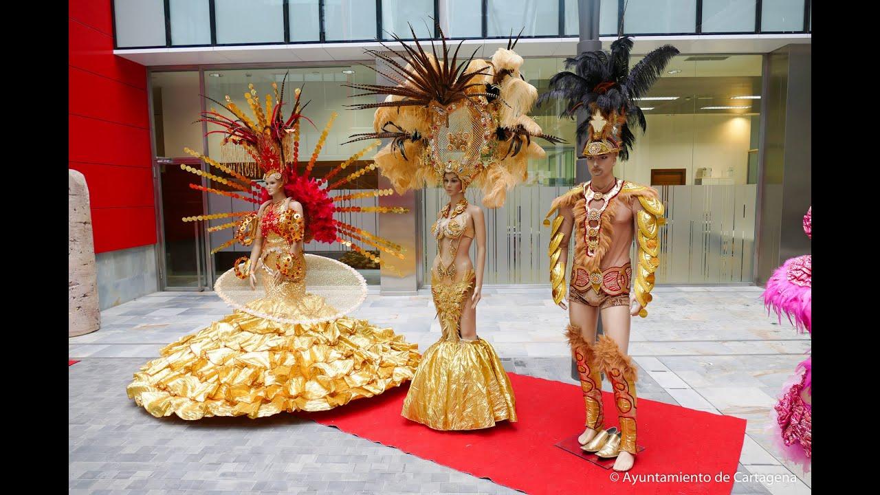 El edificio de san miguel expone los trajes m s - Trajes de carnaval de epoca ...