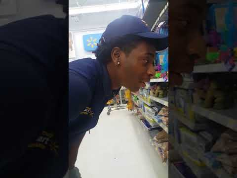 Lady Goes OFF!! ON WALMART EMPLOYEE For Neglecting The Bettas DEAD Fish With Live Fish