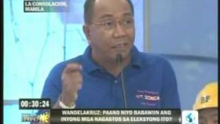 Sen. Mar Roxas questions Jay Sonza in the HARAPAN VP Debate